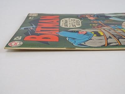 Lot 9 - BATMAN #210 - (1969 - DC - UK Cover Price) -...