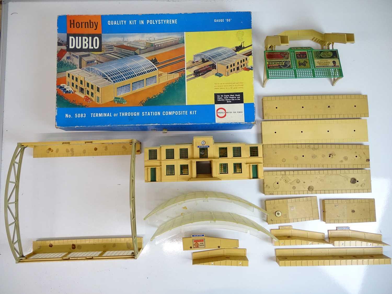 Lot 530 - OO SCALE MODEL RAILWAYS: A HORNBY DUBLO 5083...