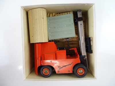 Lot 104 - A VICTORY MODELS battery operated Conveyancer...